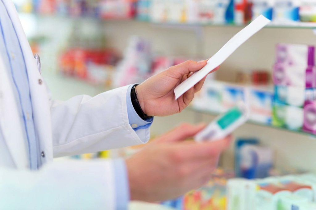 Piedāvā iespēju bez maksas apgūt farmaceita asistenta profesiju