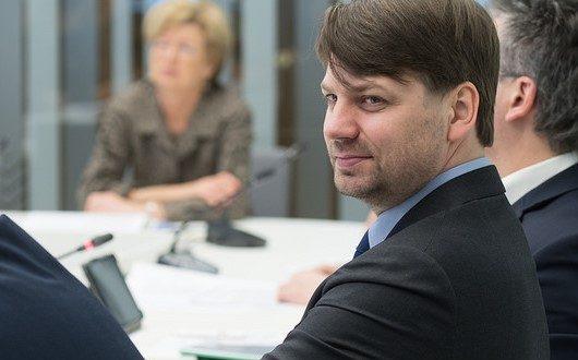 Bijušais deputāts neiroķirurgs Putniņš konsultēs premjeru veselības aprūpes jautājumos