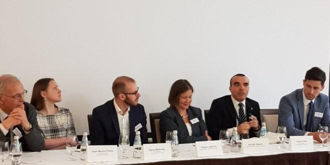 Diskusijā identificē zāļu pieejamības problēmas un meklē risinājumus