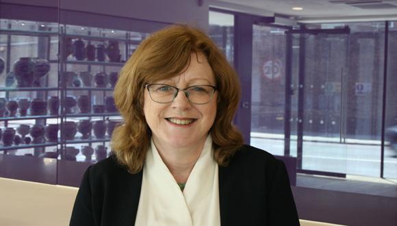 Lielbritānijas Karaliskās farmaceitu biedrības prezidenta amatā pirmo reizi ievēlēta sieviete