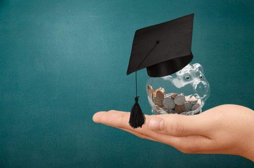 """Farmācijas studentus aicina pieteikties """"Olainfarm"""" Izcilības stipendijai"""