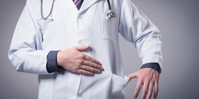 Lietuvā pacientes dēlam par kukuļa piedāvāšanu ārstam piespriež 3766 eiro naudassodu