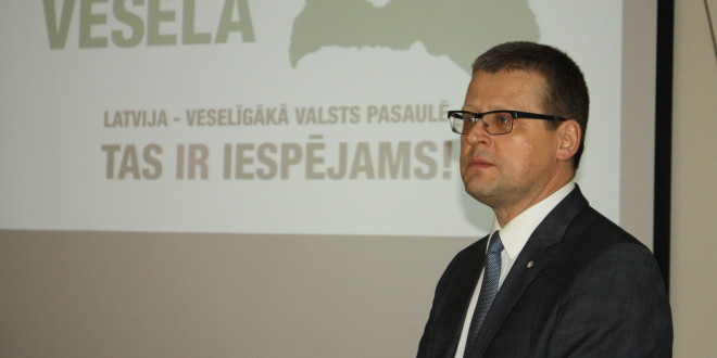 Veselības ministrs Belēvičs aicina zāļu ražotājus ziedot ķirurga Rozentāla dzīvības glābšanai