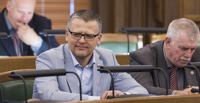 Valdība demisionē, veselības ministrs vēlas turpināt darbu