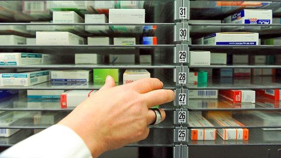 PVD kādā noliktavā Rīgā atrod pārmarķētus medikamentus